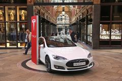 Carro de Tesla Imagens de Stock Royalty Free