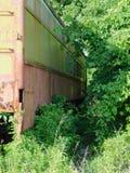 Carro de trem abandonado velho oxidado imagem de stock