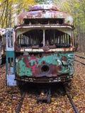 Carro de trole abandonado nos trilhos nas madeiras Fotos de Stock Royalty Free