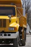Carro de vaciado amarillo Foto de archivo libre de regalías