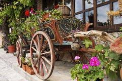 Carro del buey con las flores Imagen de archivo