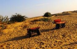 Carro del camello del transporte del desierto Imágenes de archivo libres de regalías