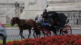 Carro del paseo de la gente en Roma metrajes