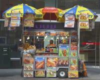 Carro del vendedor ambulante en Manhattan Foto de archivo