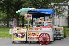 Carro del vendedor ambulante en Manhattan Fotos de archivo libres de regalías