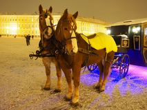 Carro desenhado por dois cavalos fotografia de stock royalty free