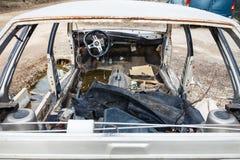 Carro desmontado em um cemitério de automóveis do automóvel Fotografia de Stock Royalty Free
