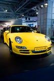 Carro desportivo amarelo Parsche Carrera imagens de stock royalty free