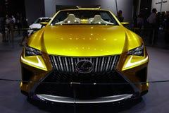 Carro desportivo dourado de Lexus imagens de stock