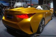 Carro desportivo dourado de Lexus LF-C2 fotografia de stock