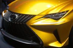 Carro desportivo dourado de Lexus LF-C2 foto de stock