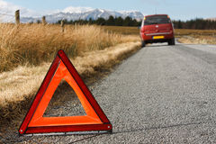 Carro dividido com sinal de advertência Foto de Stock Royalty Free