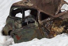 Carro do abandono na neve Imagens de Stock Royalty Free