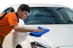 Carro do branco da limpeza do trabalhador imagens de stock