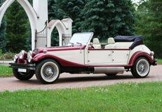 Carro do casamento do vintage Imagens de Stock Royalty Free