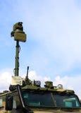 Carro do exército com armamentos e dispositivo eletrônico-ótico (detalhe) imagens de stock