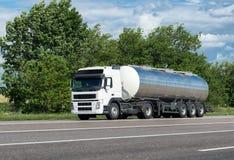 Carro do óleo na estrada Foto de Stock Royalty Free