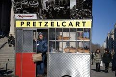 Carro do pretzel em NYC Foto de Stock