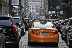 Carro do táxi em SoHo, New York imagem de stock
