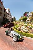 Carro do vintage na rua do Lombard em San Francisco Fotografia de Stock Royalty Free