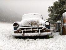 Carro do vintage no inverno Imagem de Stock