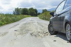 Carro e asfalto rachado Imagem de Stock Royalty Free