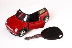 Carro e chave Imagens de Stock Royalty Free