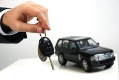 Carro e chave Imagem de Stock Royalty Free