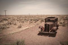 Carro e deserto velhos Imagem de Stock