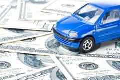 Carro e dinheiro Imagens de Stock Royalty Free