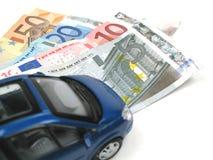 Carro e dinheiro Fotografia de Stock Royalty Free