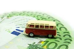 Carro e dinheiro vermelhos Fotografia de Stock