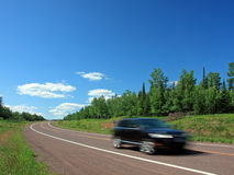 Carro e a estrada foto de stock
