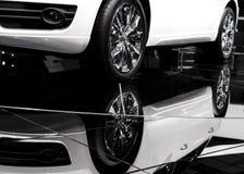 Carro e sua reflexão Fotos de Stock Royalty Free