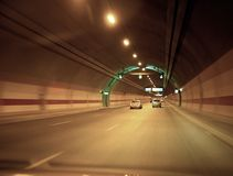 Carro e túnel Fotos de Stock Royalty Free