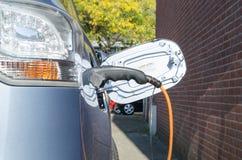 Carro elétrico cobrando Imagem de Stock