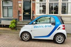 Carro elétrico cobrando Imagens de Stock Royalty Free