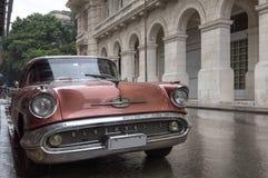 Carro em Havana velho, Cuba Imagens de Stock