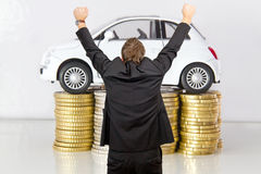 Carro em moedas imagens de stock royalty free