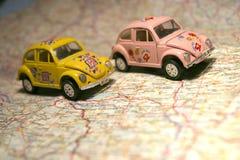Carro em um mapa Foto de Stock