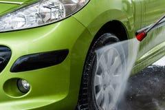 Carro em uma lavagem de carros fotos de stock royalty free