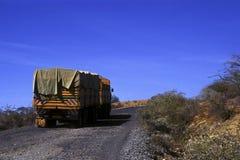 Carro en el desierto imagen de archivo