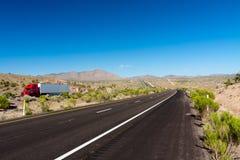 Carro en la carretera Imagenes de archivo