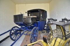 Carro en la casa de campo hermosa cerca de Leeds West Yorkshire que no es confianza nacional imagenes de archivo