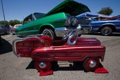 Carro feito sob encomenda vermelho do impulso do Lowrider Fotos de Stock Royalty Free