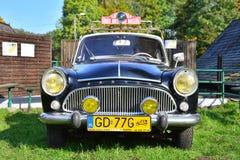 Carro francês clássico velho Imagens de Stock