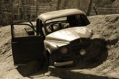 Carro furado na lama Fotografia de Stock Royalty Free