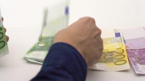 carro 4K tirado de contar las cuentas de los euros de diversos valores Dinero euro del efectivo almacen de video