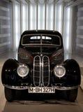 Carro luxuoso clássico de BMW imagens de stock royalty free