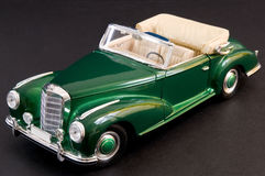 Carro luxuoso clássico lustroso verde Fotografia de Stock Royalty Free
